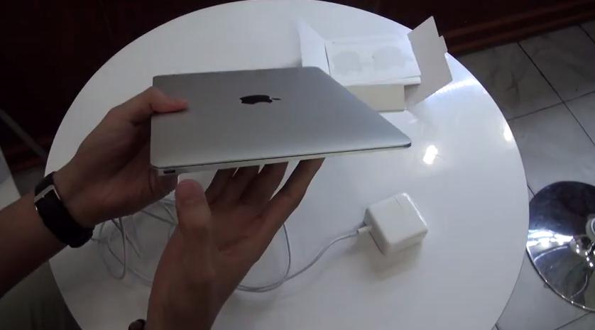 Tempranero Unboxing del nuevo MacBook 2015