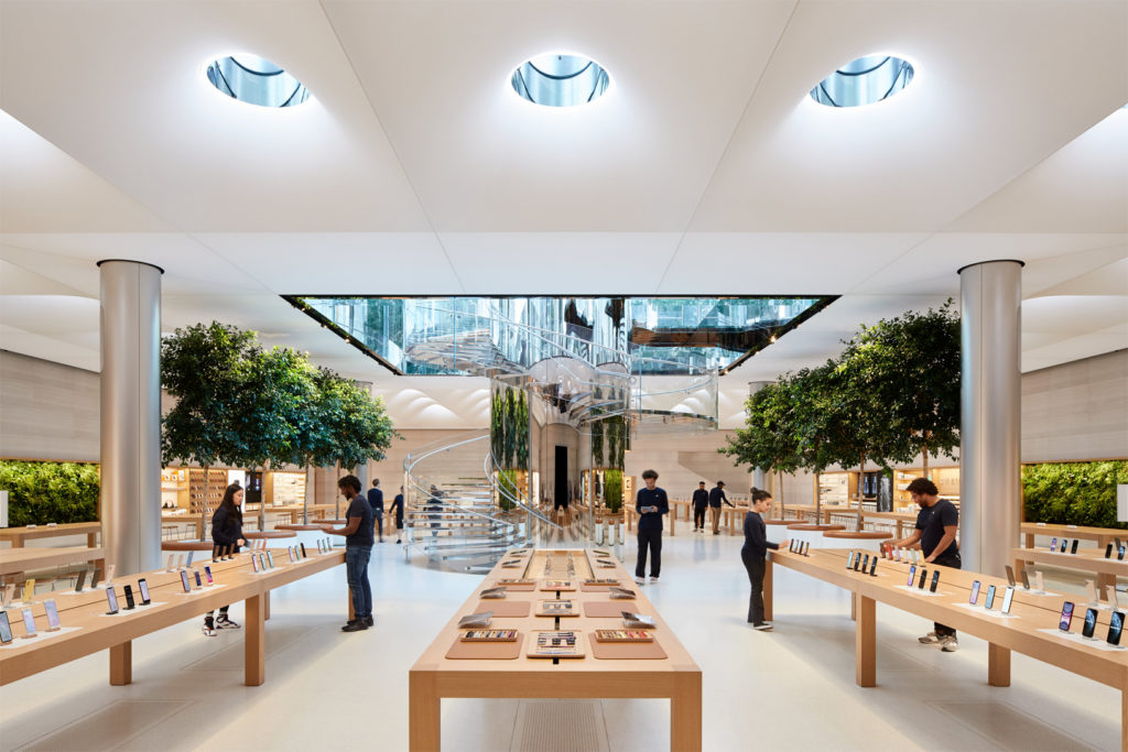 Apple Fifth Avenue: The cube is back